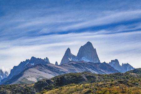 エル チャルテンにある町、アルゼンチンで有名なフィッツロイ山と美しいパタゴニア アンデス範囲風景