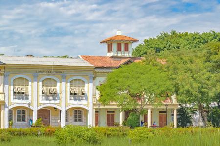 GUAYAQUIL, ECUADOR, MAI - 2016 - Rekonstruktionshäuser des 19. Jahrhunderts errichten elegante Häuser in Guayaquil Parque Historico, Ecuador