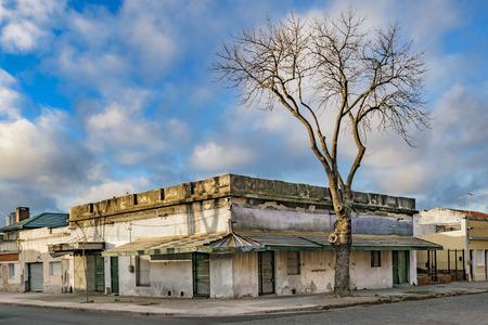 ウルグアイ モンテビデオ市地区の伝統的な古い住宅市街地シーン中流階級