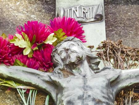 viernes santo: Escultura de mármol en la tumba de Jesucristo en la cruz Foto de archivo