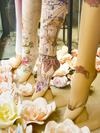 Art print women leggins showed at store Reklamní fotografie