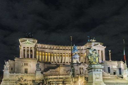 Night scene exterior view of famous Vittorio Emanuele II monument conmemoraty building located in center of Rome, Italy