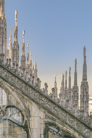 Architektonische Außendetailansicht der berühmten Duomo-Kathedrale der Stadt Mailand, Italien