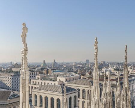 Luftaufnahme des historischen Zentrums der Stadt Mailand vom Aussichtspunkt der Kathedrale.