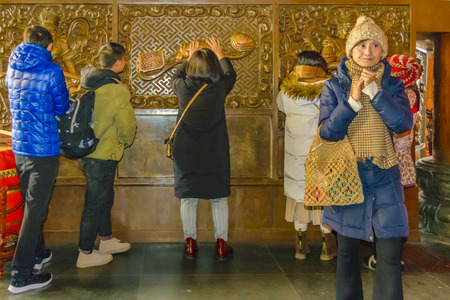 SHANGHAI, CHINA, JANUARY - 2019 - People praying at jingan buddhist temple at shanghai city, china Publikacyjne