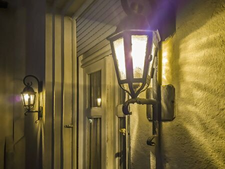 Night scene old style lanter at wall house Zdjęcie Seryjne
