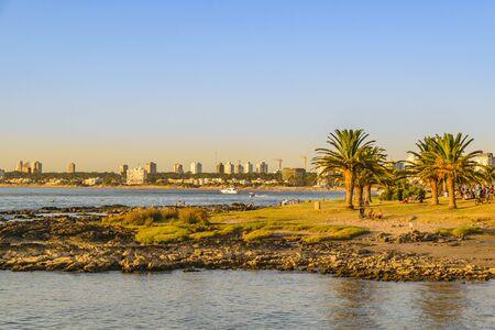 PUNTA DEL ESTE, URUGUAY, FEBRUARY - 2020 - Coastal scene at mansa beach, punta del este city, Uruguay Imagens
