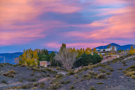 Small village landscape scene at el leoncito national park, calingasta district, san juan province, argentina Foto de archivo