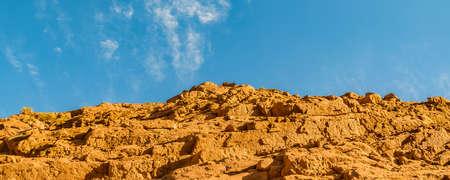 Low angle dry mud rocky hill, brava lagoon reserve, la rioja province, argentina 版權商用圖片