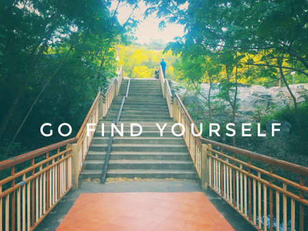 Quote - go find yourself Standard-Bild