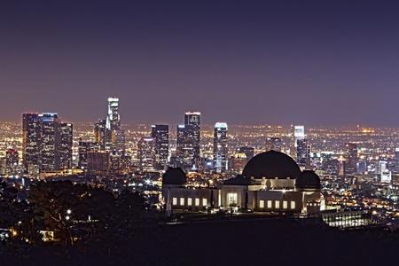 astronomie: Griffith Observatory at Night mit Downtown LA Hintergrund HDR Breiter Lizenzfreie Bilder