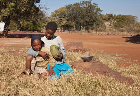 ni�os africanos: Los ni�os pobres africanos de Mochudi pueblo, Botswana