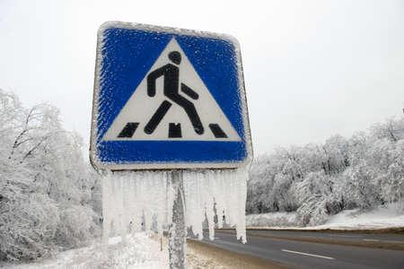 pedestrian sign: pedone segno d'inverno