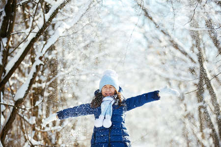 outdoor sport: Little girl outdoors on beautiful winter snow day