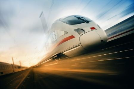ferrocarril: tren r�pido Foto de archivo