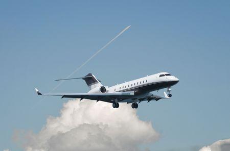 Large double engine business jet landing Archivio Fotografico