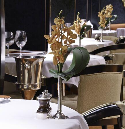 dinning room: Elegance table set up for dinning room