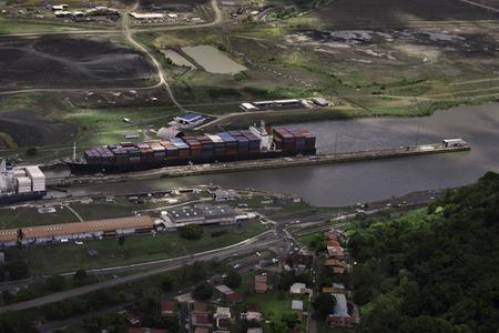 Cargo Ships at Miraflores Locks in Panama Canal, Panama Archivio Fotografico