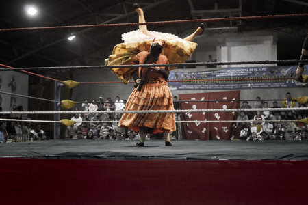 women fighting: Two indigenous women fighting in the ring. October 14, 2012, El Alto, La Paz, Bolivia.