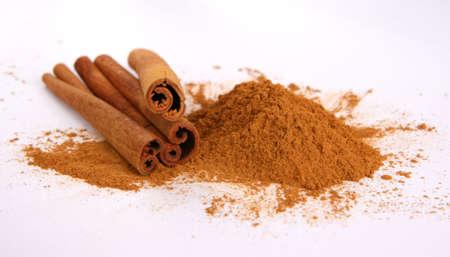 Cinamon - three sticks and powder photo