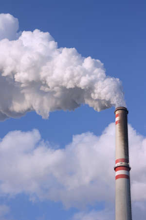 fossil fuels: Coal power plant chimney