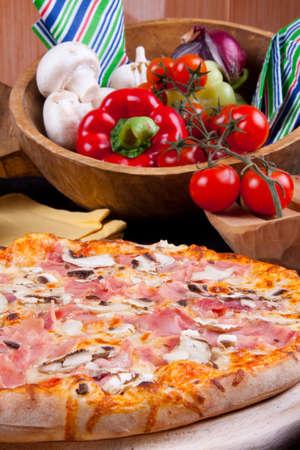 Pizza Prosciutto e Funghi photo