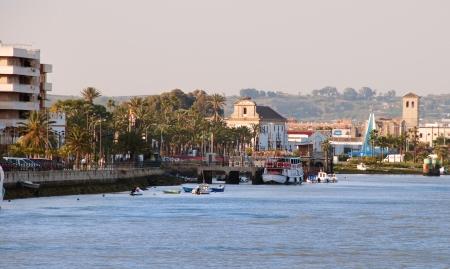 ports: Immagine di Puerto de Santa Maria dal fiume Guadalete.One delle pi� importanti citt� della cantina nella regione sherry Archivio Fotografico