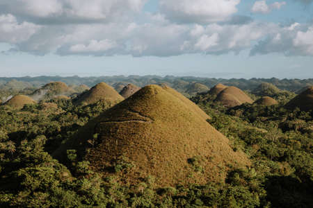 view from the viewpoint of the chocolate hills on a sunny afternoon Foto de archivo