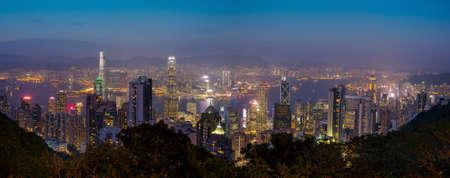 Hong Kong, The Peak - November 10, 2014: Panoramic view Hong Kong city lights at night 에디토리얼