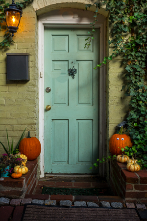 Colored and Pictoresque Decoration on the Entrance of a House During Halloween Celebration. Washington, Virginia Reklamní fotografie - 114463249