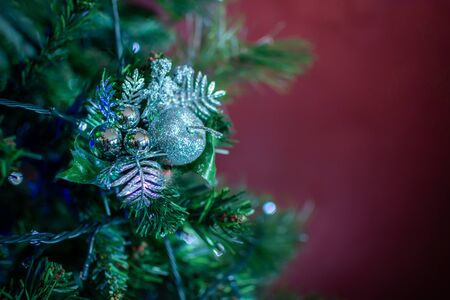 Christmas Decorations on Christmas Tree on Blurred Background in Italy 版權商用圖片 - 137741812