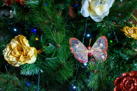 Christmas Decorations on Christmas Tree on Blurred Background in Italy 版權商用圖片 - 137741191