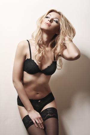 big boobs: hermosa mujer rubia en lencería sexy