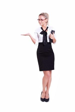 sexy secretary: Retrato de una joven mujer de negocios con las manos en la cintura aisladas sobre fondo blanco