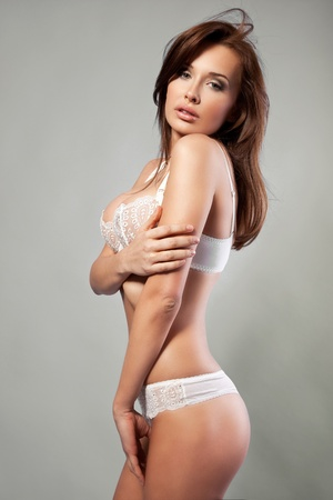 belle femme brune en sous-v�tements Banque d'images