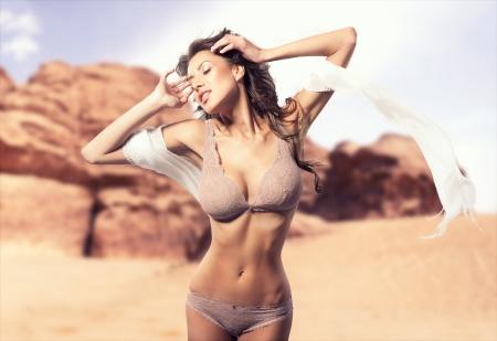 ropa interior femenina: Foto de una hermosa dama con un cuerpo perfecto