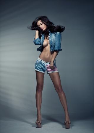Sexy femme brune en studio Banque d'images