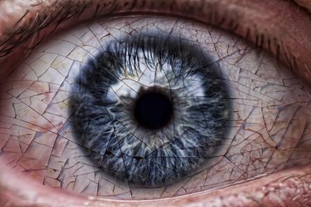 scary eyes: cracked eye