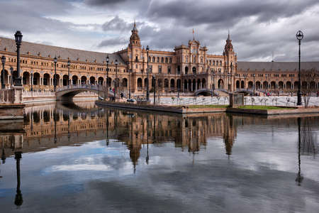 Spain Square (Plaza de Espana), Seville, Spain. Regionalism Architecture mixing Renaissance and Moorish styles 免版税图像