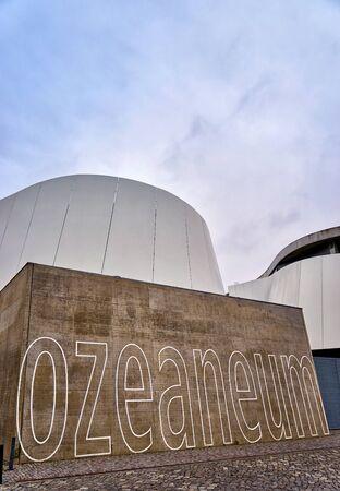 Great Museum in Stralsund, that Ozeaneum. Mecklenburg-Vorpommern, Germany Standard-Bild