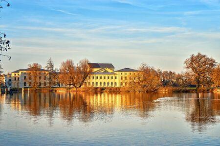 View of the Marstall building on Lake Schwerin. Mecklenburg-Vorpommern, Germany 版權商用圖片