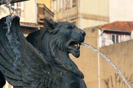 Fonte dos Leões (Lions' fountain). Lion statue with wings expelling water from the mouth. Porto, Portugal Imagens