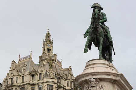 D. Pedro statue with historical building in the background. Porto, Portugal Imagens