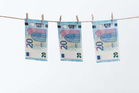 revised: Revised Twenty Euro Note 2015 on a thread