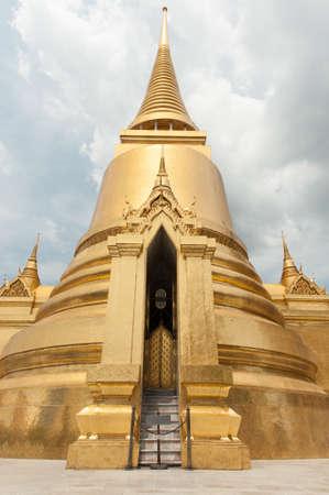 Bangkok golden palace temple thai.