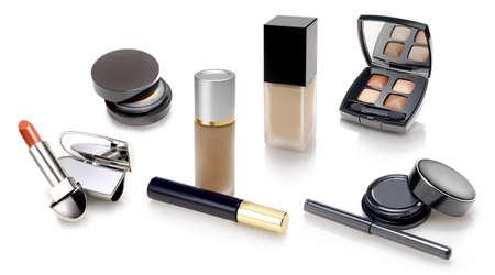 cremas faciales: Maquillajes y selección de cosméticos con un Listick suave reflexión, sombras, polvo, sombra de ojos Foto de archivo