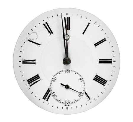 Zifferblatt zeigt eine Minute vor Mitternacht