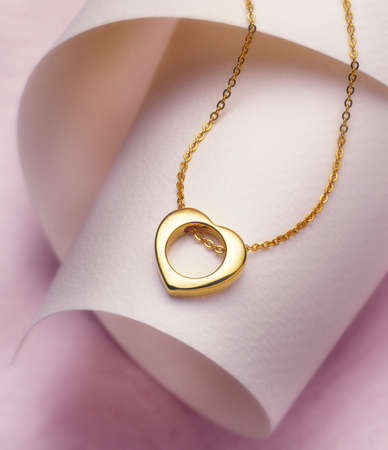 heartshaped: Golden necklace heart-shaped ring