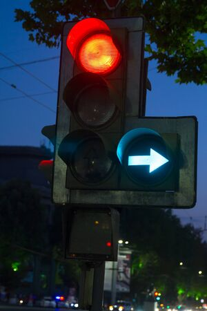 Traffic light on a busy intersection of streets Stockfoto