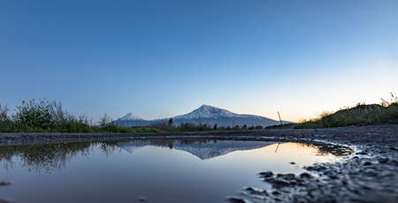 Ararat mountain and lake at the sunset Banque d'images
